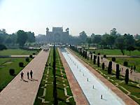 travelrainbow_taj-garden