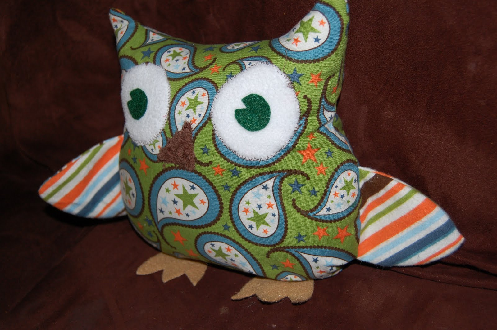 How To Make Cute Owl Pillows : Toad s Treasures Lifestyle Family Blog by Emily Ashby: Easy Free Owl Pattern and Tutorial by ...