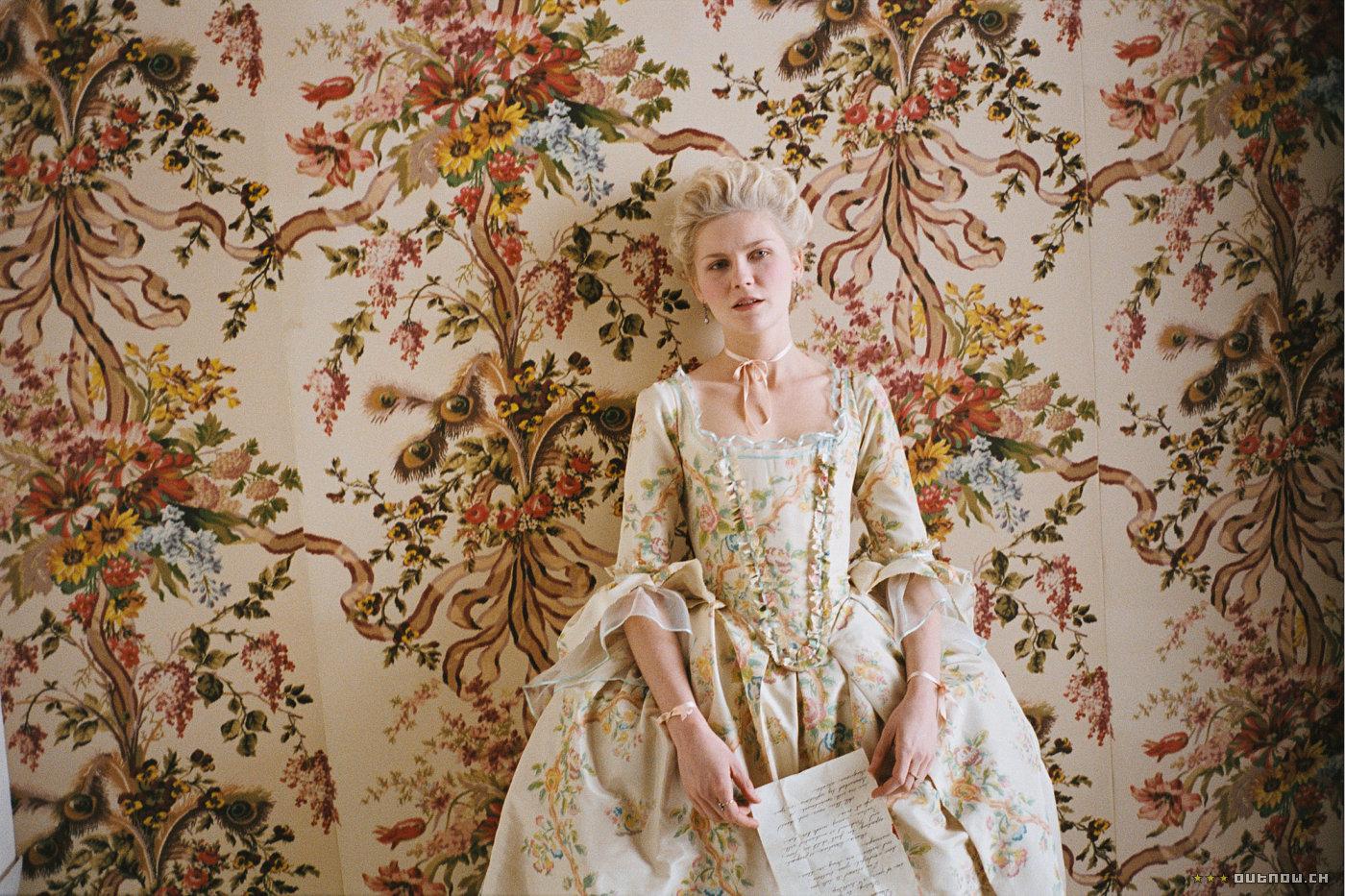 http://3.bp.blogspot.com/_h2pLMs8nyn8/TR-VmFPim5I/AAAAAAAAAkY/8jemCuoUKPY/s1600/marie_antoinette_screen2_large.jpg