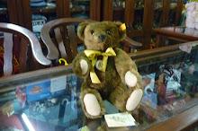 ORIGINAL STEIFF REPLICA 1909 CLASSIC TEDDY BEAR (CLASSIC SERIE)