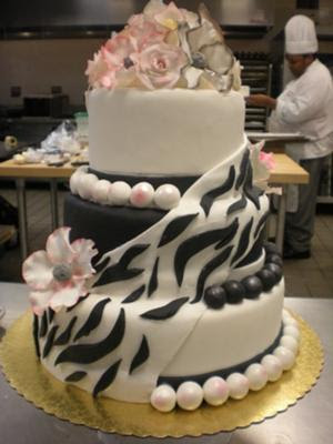 black white wedding cake with pearl pict