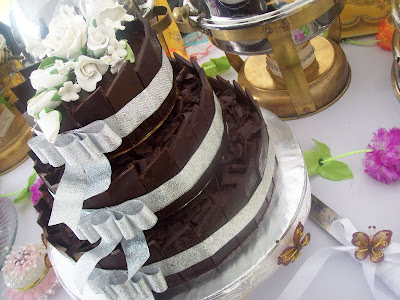 luxurious and brown wedding cake