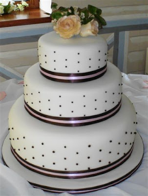 wedding cakes dots decorate