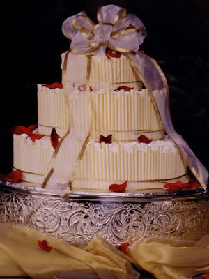 ribbon wedding cake pict