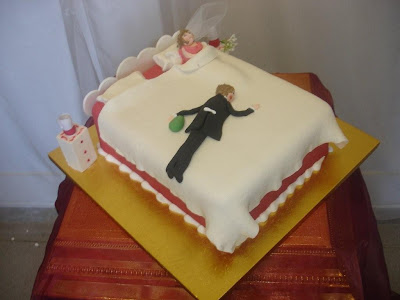 bed wedding cake pict