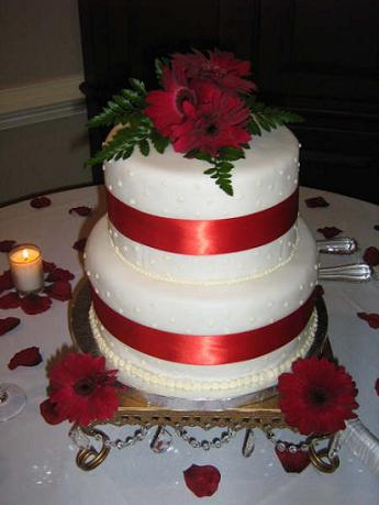 Small Wedding Ideas on Wedding Accessories Ideas  Small Wedding Cakes With Ribbon And Toppers