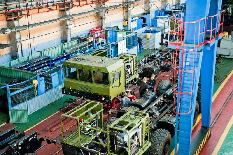 Berikut adalah foto-foto perakitan truk peluncur rudal rusia: