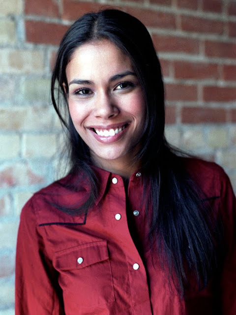 Download this Daniella Alonso Pictures Fansite picture
