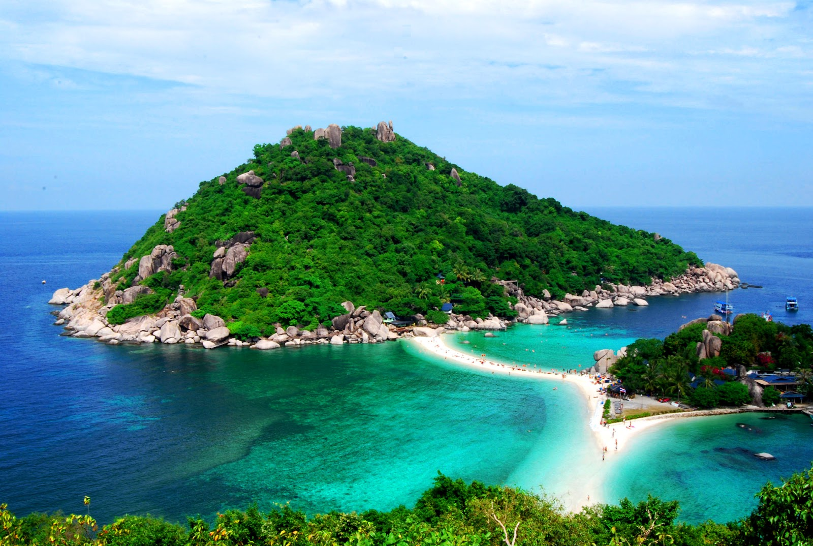 Thailand Travel: Koh Nang Yuan natural charm. Emerald crystal clear waters.