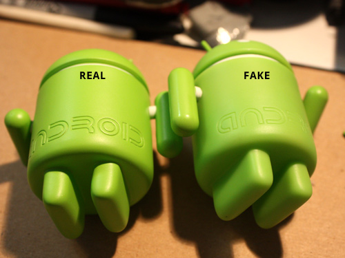 Androide falso con hule espuma