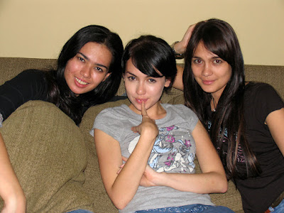 Friends: Catherine wilson, Riyanti Cartright, Luna Maya