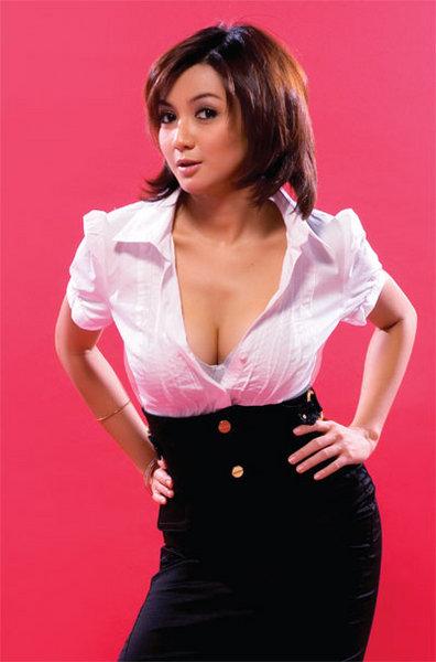Indonesian Celeb Wiwid Gunawan in Sexy Photoshoot