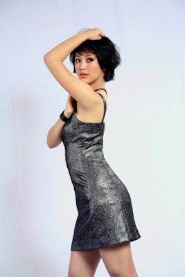 Sherina Munaf sexy pose