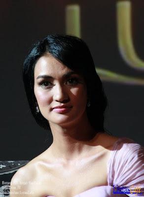 Atiqah Hasiholan is replacing Luna Maya in Lux Ad