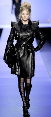 Lara Stone at Jean Paul Gaultier @ the fashion escapist