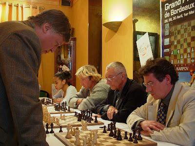 Pierre ici face au champion du monde d'échecs Anatoly Karpov