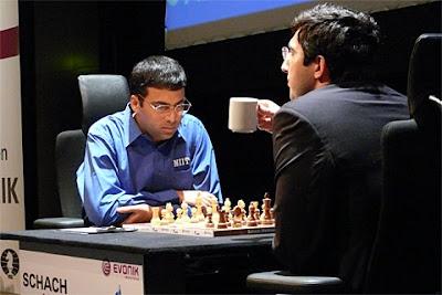 Viswanathan Anand et Vladimir Kramnik au championnat du monde d'échecs 2008- photo Chessbase