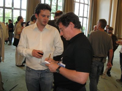 Etienne Bacrot en compagnie de Pierre Teisserenc, micro d'or 2008 - photo Chess & Strategy
