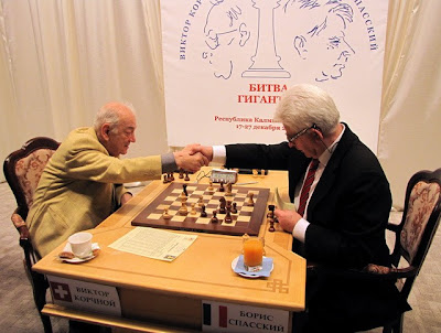 Viktor Korchnoi face à Boris Spassky © Site officiel