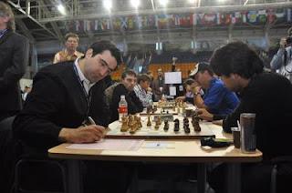 Echecs : le Russe Kramnik neutralise le tacticien yankee Hikaru Nakamura au 1er échiquier