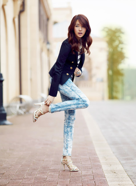 Sexy Yoon Eun Hye with Skinny Jeans
