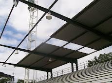Polideportivo parcialmente sin techo