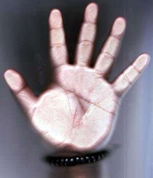 http://3.bp.blogspot.com/_hMhNjqWRdU4/SwIx2uSsclI/AAAAAAAAAKI/NvguX6DvvUM/s400/hand.jpg