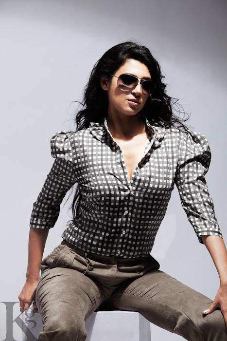 anuya bhagwat kasthuri shankar srirupa manjari for galatta glamour  images
