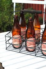 Fina flaskor är loppisfynd för billig peng =)