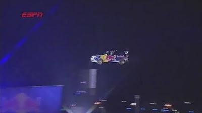 Travis Pastrana saltando 82 metros
