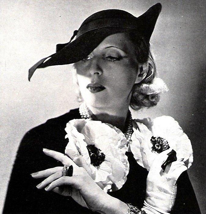 TAMARA de LEMPICKA, la pintora mas importante del art'deco de la segunda década del siglo pasado.