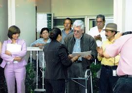 RECIBIENDO UN RECONOCIMIENTO EN LA EXPLANADA DE H. AYUNTAMIENTO DE DELICIAS CHIHUAHUA