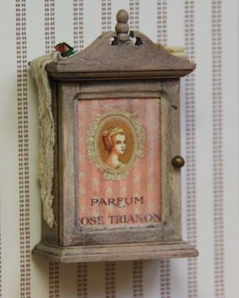 Art of mini little vintage cabinets - Vintage badkamer ...