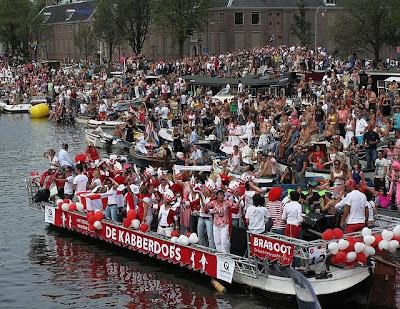 gay pride Amsterdam, Amsterdam boat parade 2010, Eberhard van der Laan, Coc, LGBT rights, lgbt news, lgbt-news.com, gay news, gay news amsterdam, dutch gays, gays in holland, gays in amsterdam