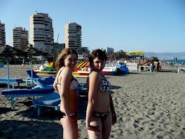 Las mejores amigas en la playa en Málaga