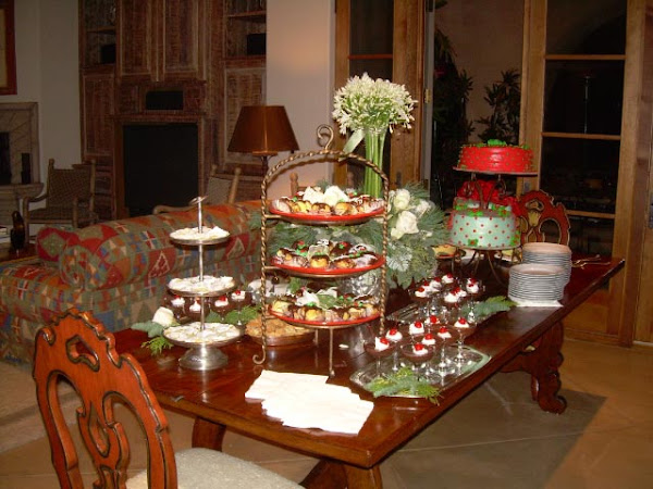 Cathys_Rum_Cake_Caterers_Sweets_Table