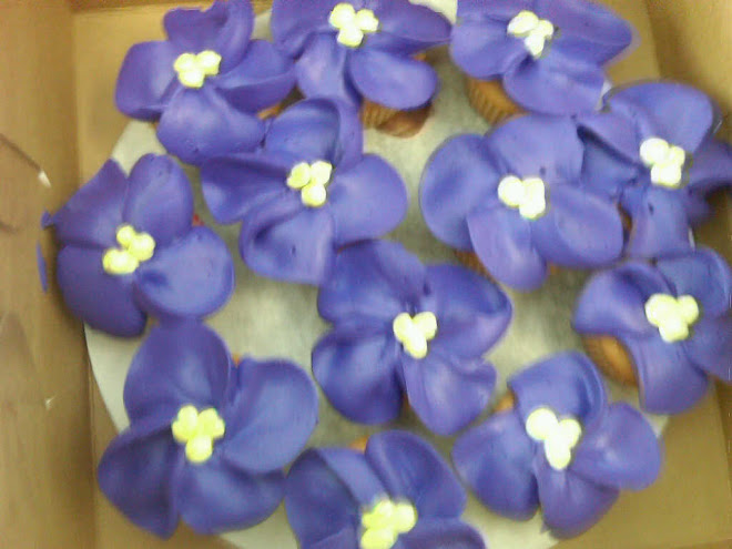 Tropical_Purple_White_Cupcakes