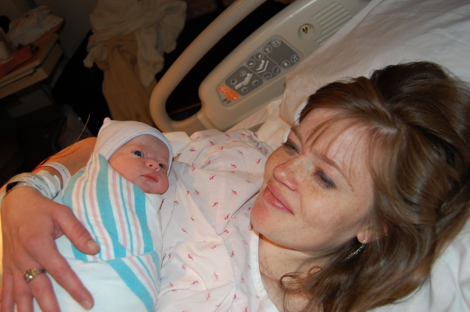 natural birth Learn about natural childbirth and natural birth plan what are your birthing options  who will assist at the birth.