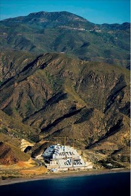 http://3.bp.blogspot.com/_hb-8AmwCjXo/ScePBXWUoaI/AAAAAAAABxY/3zcWTMg-vKM/s400/hotel_el_algarrobico1215792446847807176.jpg