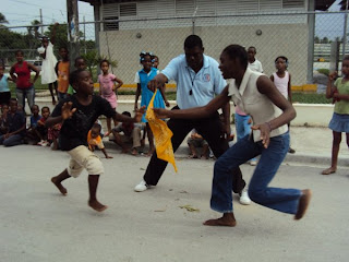 Ayuntamiento realiza día Recreativo y Deportivo en Punta Pescadora SPM