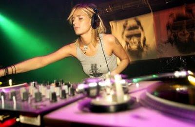 DJ Wanita Terseksi Di Dunia