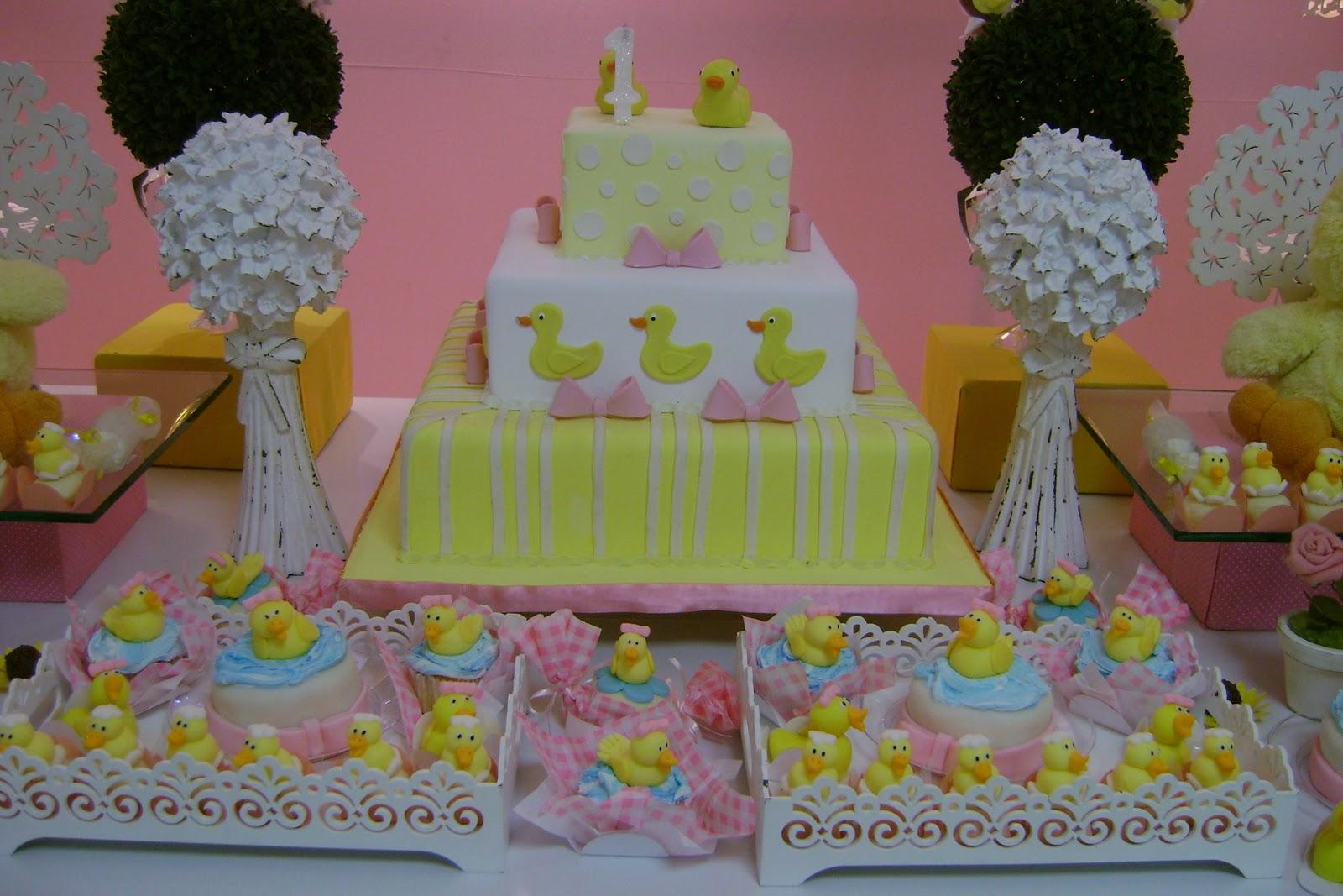 decoracao de festa infantil azul e amarelo: guloseimas personalizadas da Papeliê e os lindos docinhos da