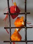 galinhas empoleiradas