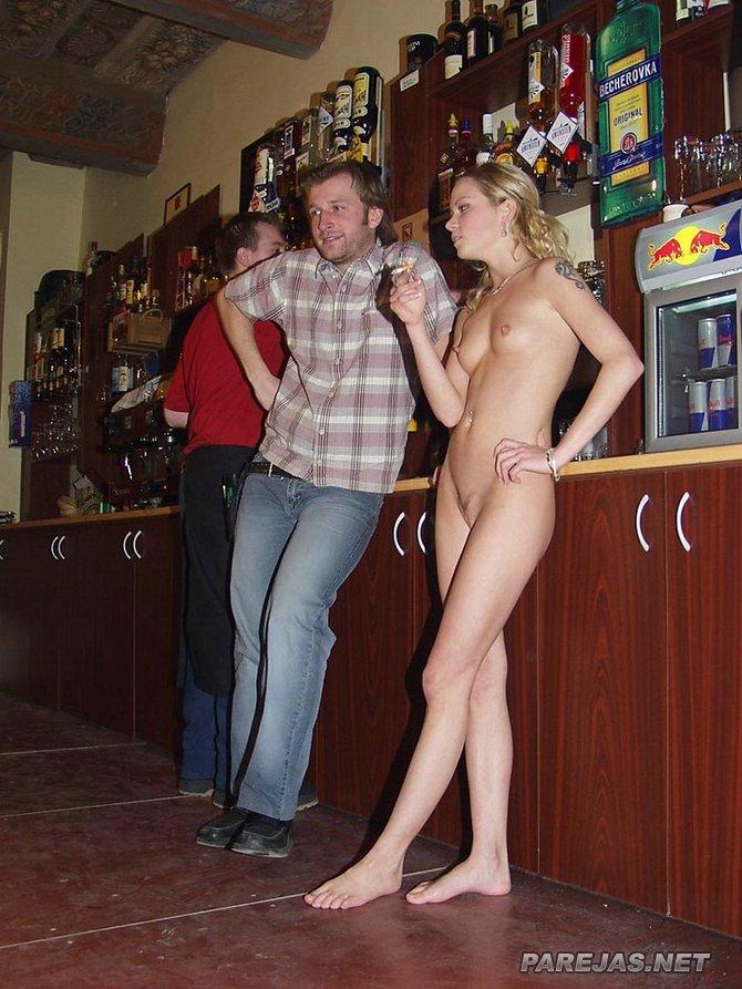 Swingers en un bar