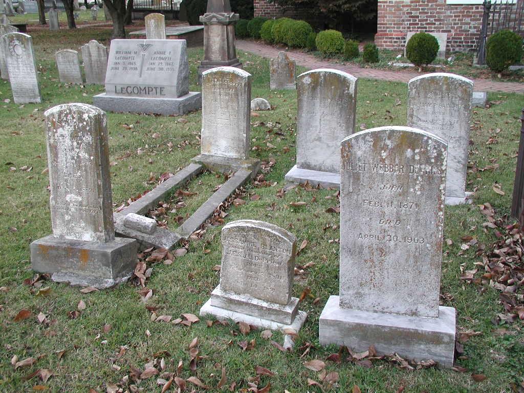 http://3.bp.blogspot.com/_hhUEDRJNdTw/S7MZ1l0zVvI/AAAAAAAAAPI/FJKEze8RpMQ/s1600/kuburan.jpg