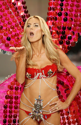 Heidi Klum Shines At Victoria Secret