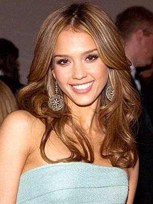 Sexy mom Jessica Alba does not think she is sexy as she is too busy with ...