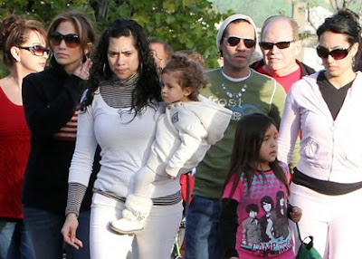 Jennifer Lopez Family Vacation At Disney's Park