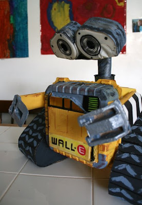 Filth wizardry home made recycled wall e for Cool things to make out of recycled materials