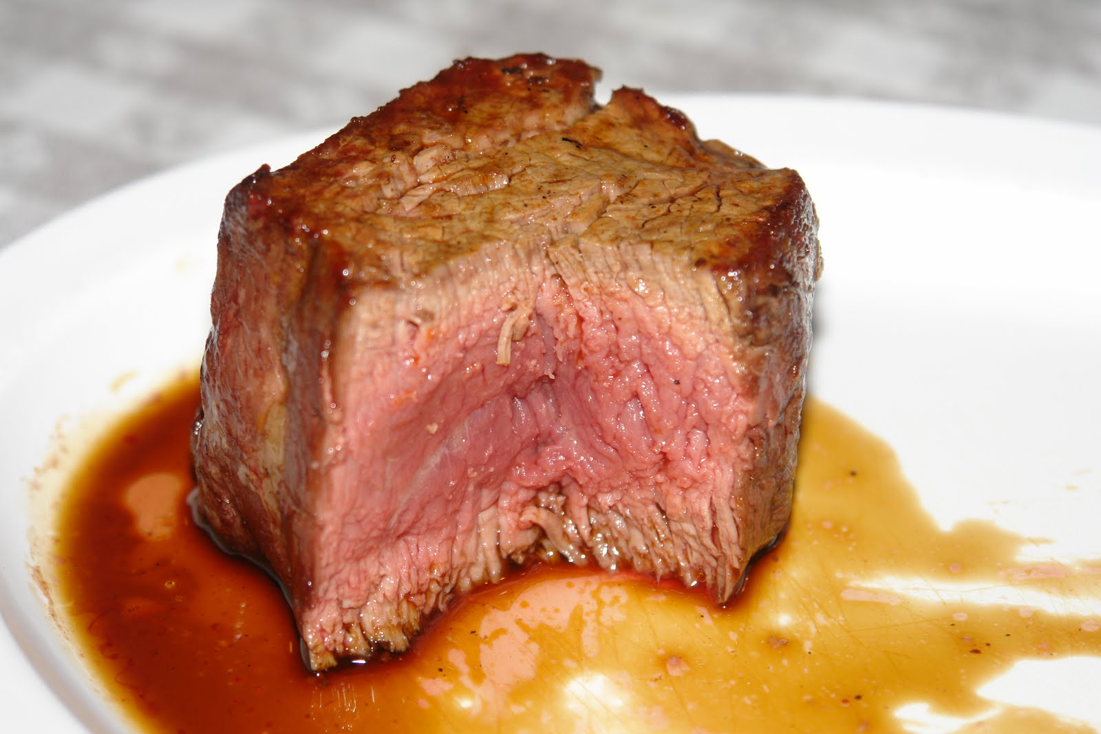 Bite and Booze: Get Your Steak On at Doe's Eat Place